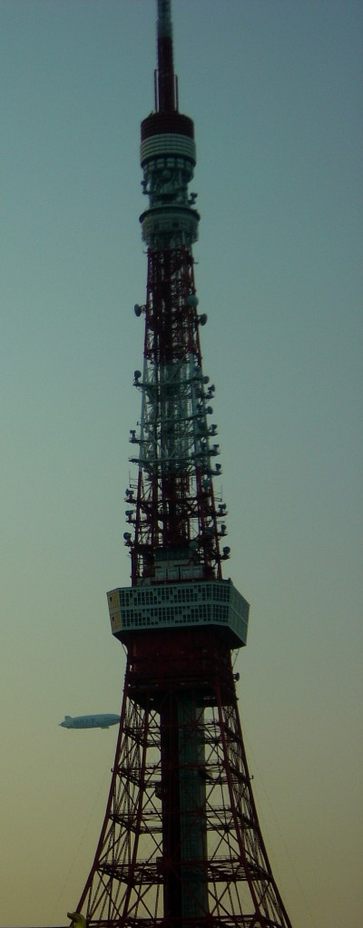 東京タワーと飛行船